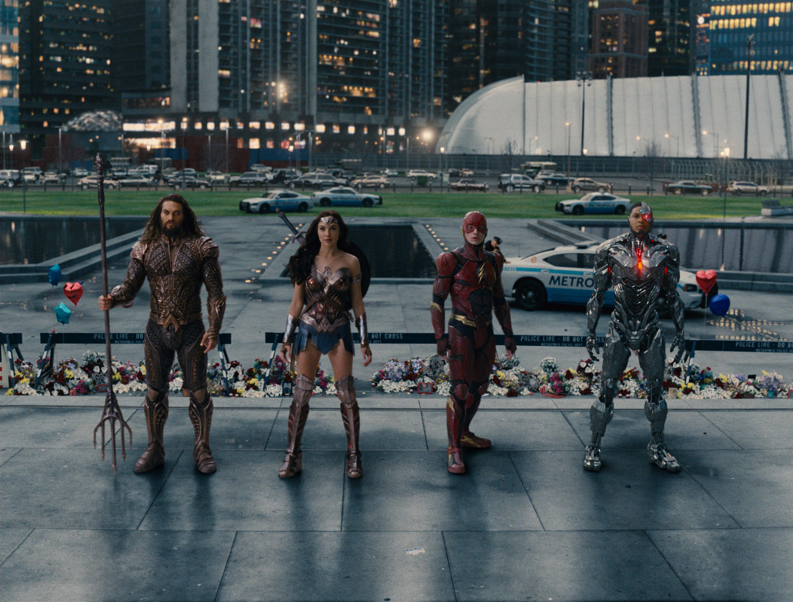 justice-league-mit-gal-gadot-ezra-miller-jason-momoa-und-ray-fisher